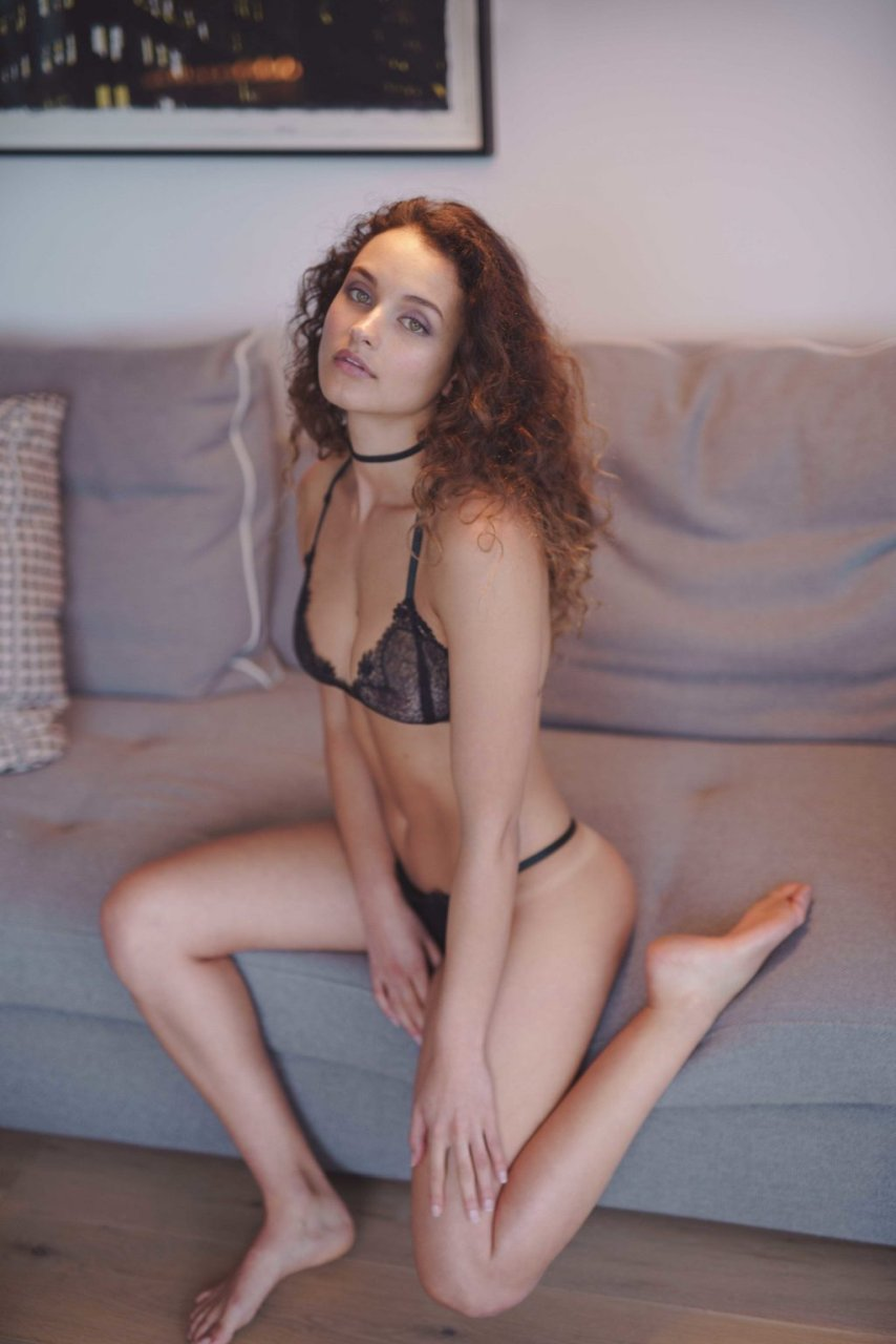 Alex McGregor Nude & Sexy (15 Photos)