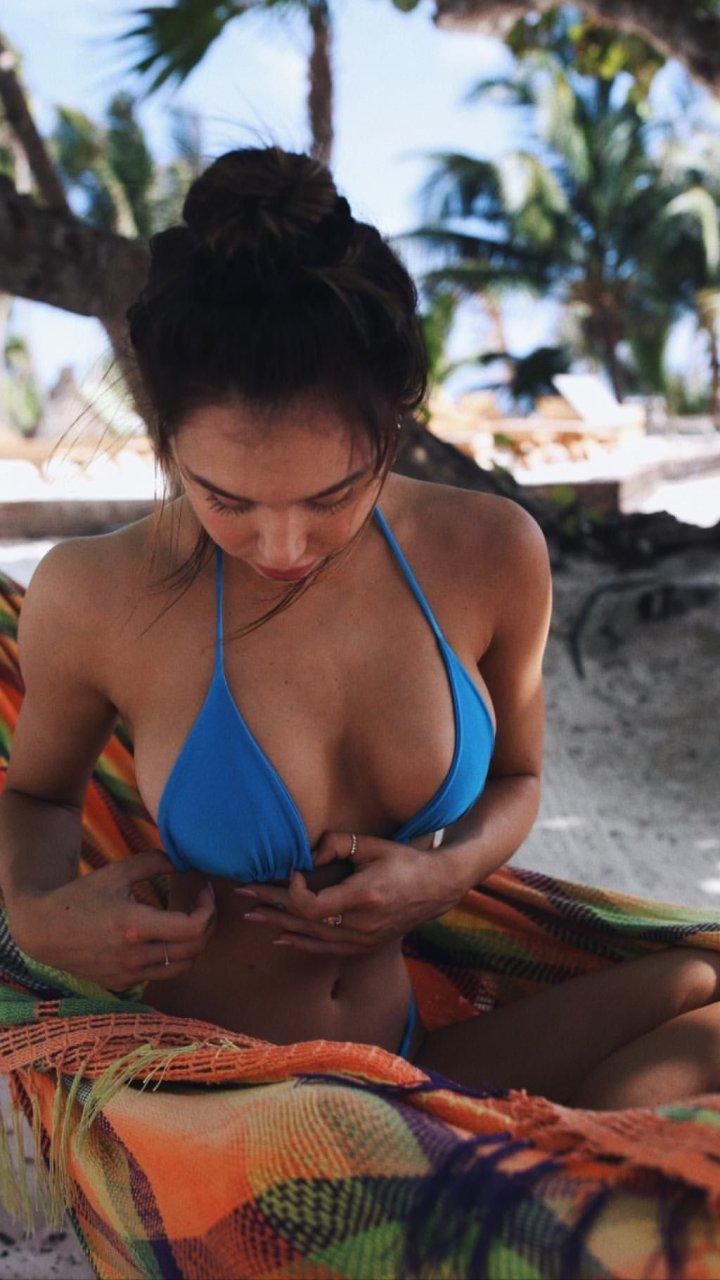 Alexis Ren Sexy (15 Photos + GIF)