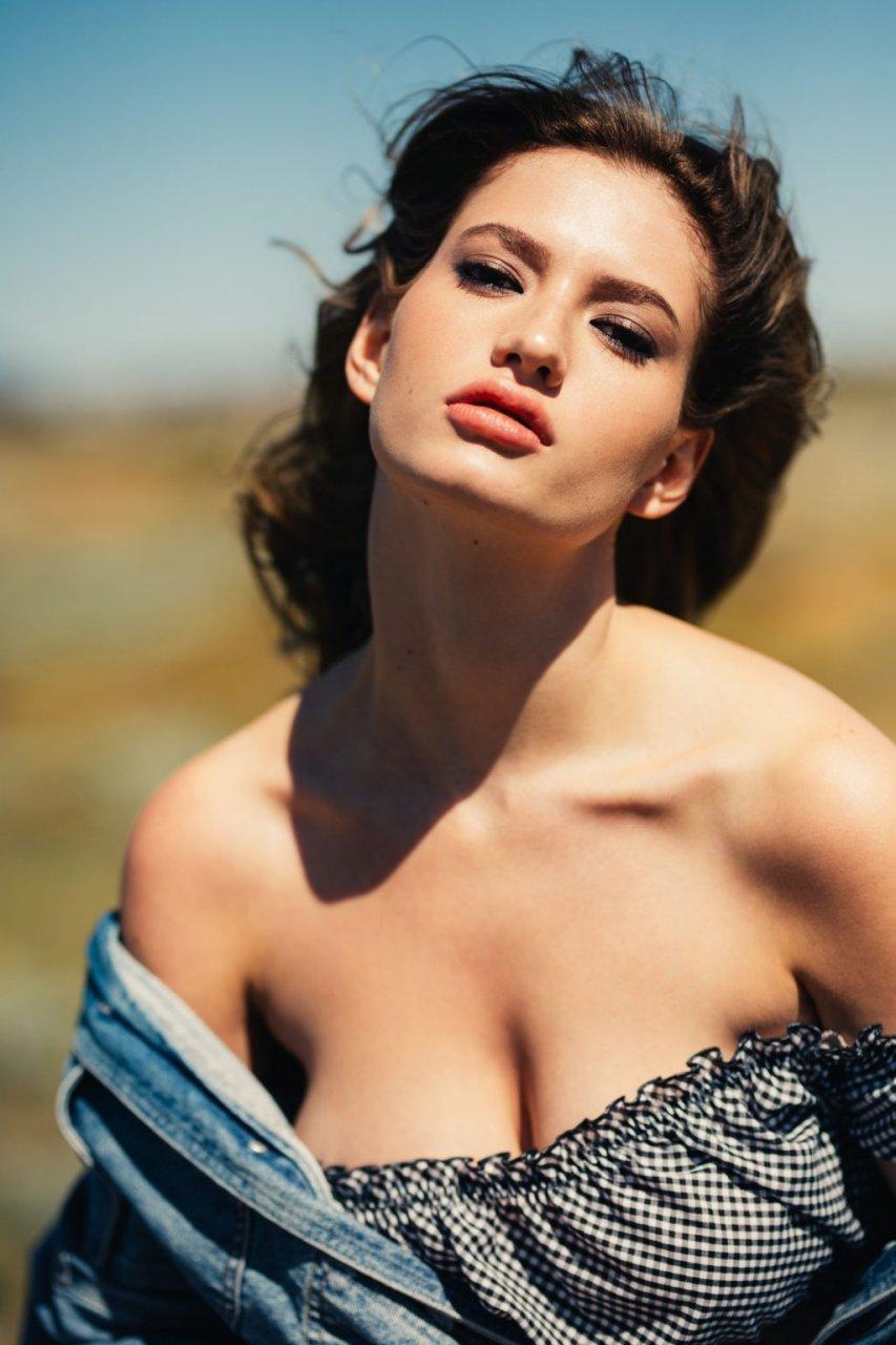 Alicia Davis Sexy & Topless (21 Photos)