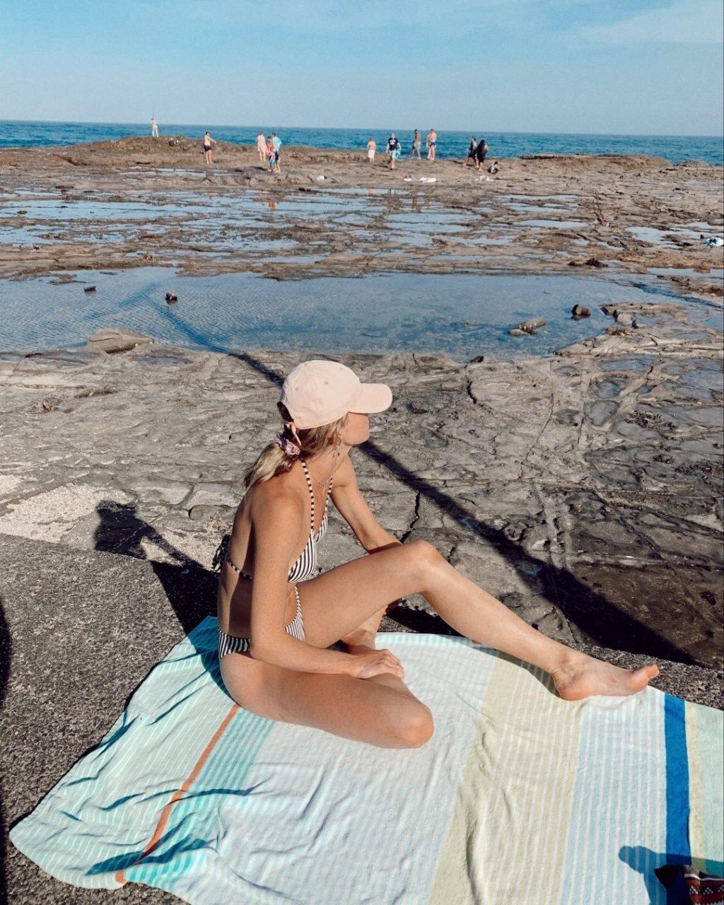 Amy Pejkovic Sexy (30 Photos)