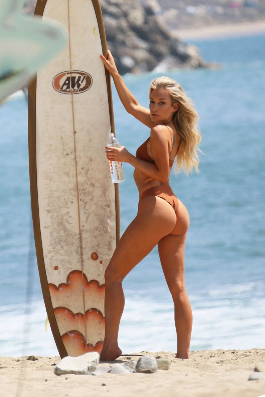 Aubrey Evans Sexy (27 Photos + GIFs)