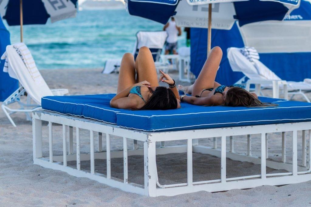 Claudia Romani & Anna Martinez Sexy (30 Photos + GIF)