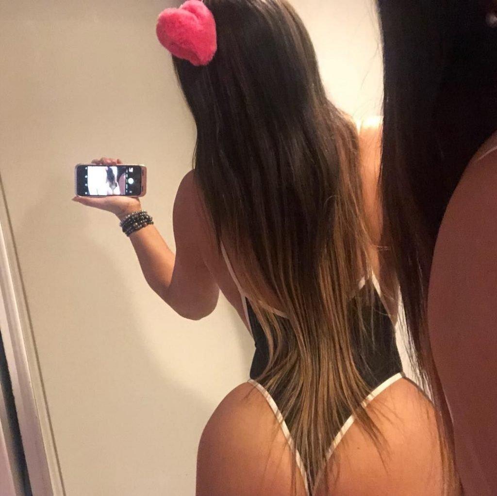 Claudia Romani Sexy & Topless (16 Photos)