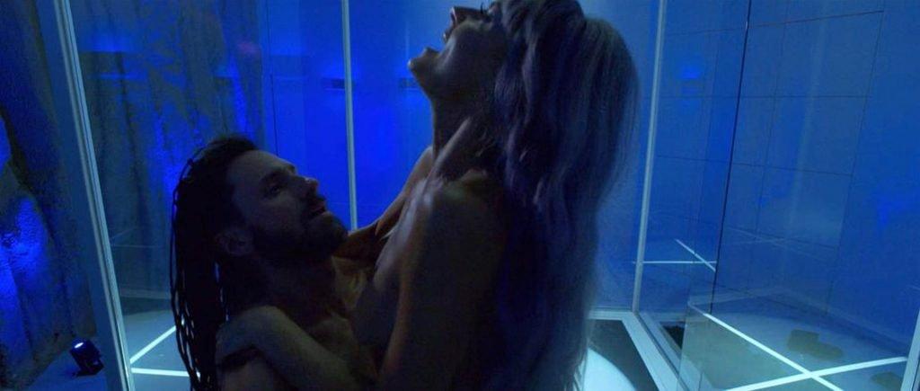 Eliza Coupe Nude (3 Photos + GIF & Video)