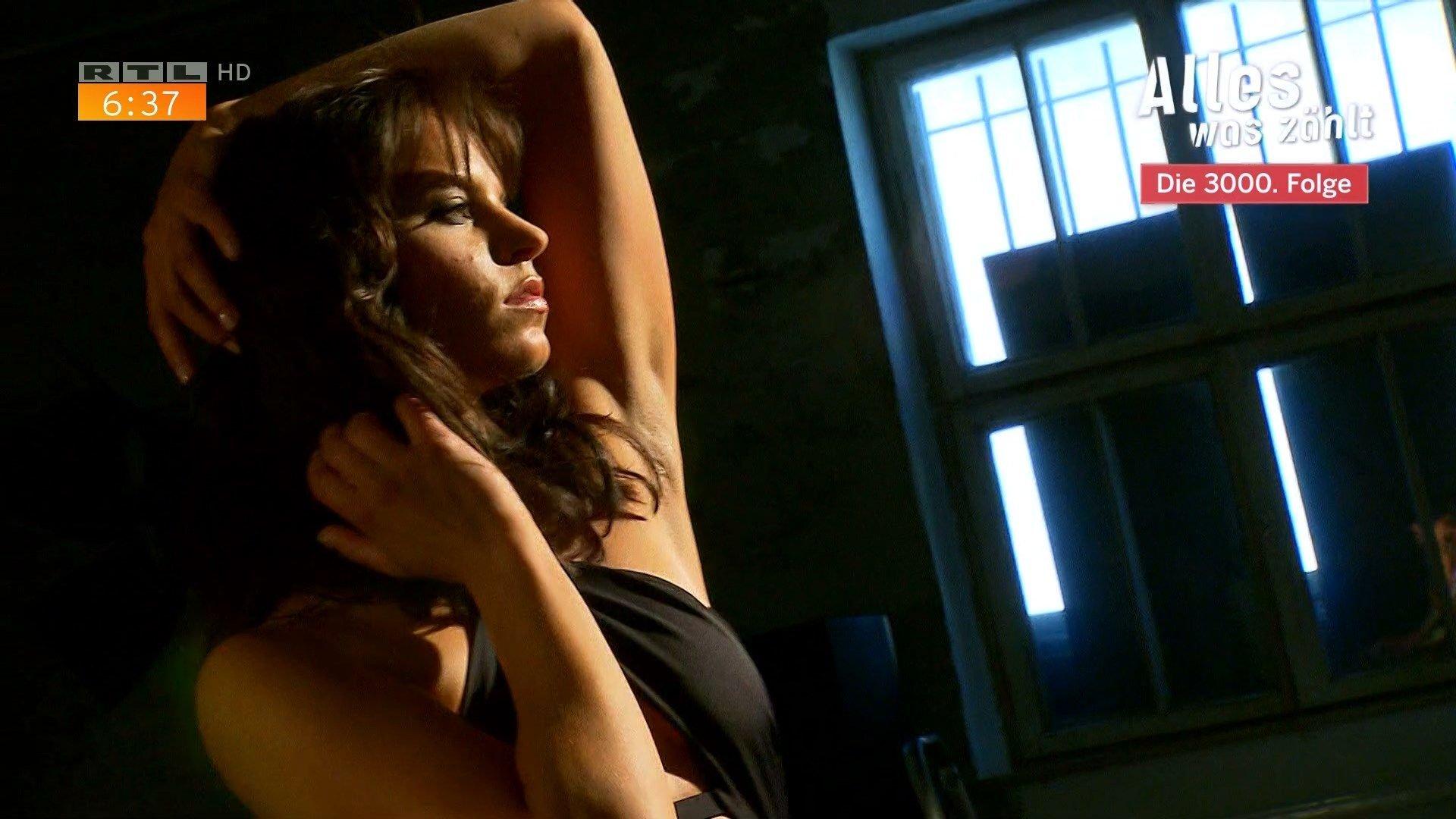 Laura dahlmeier sexy