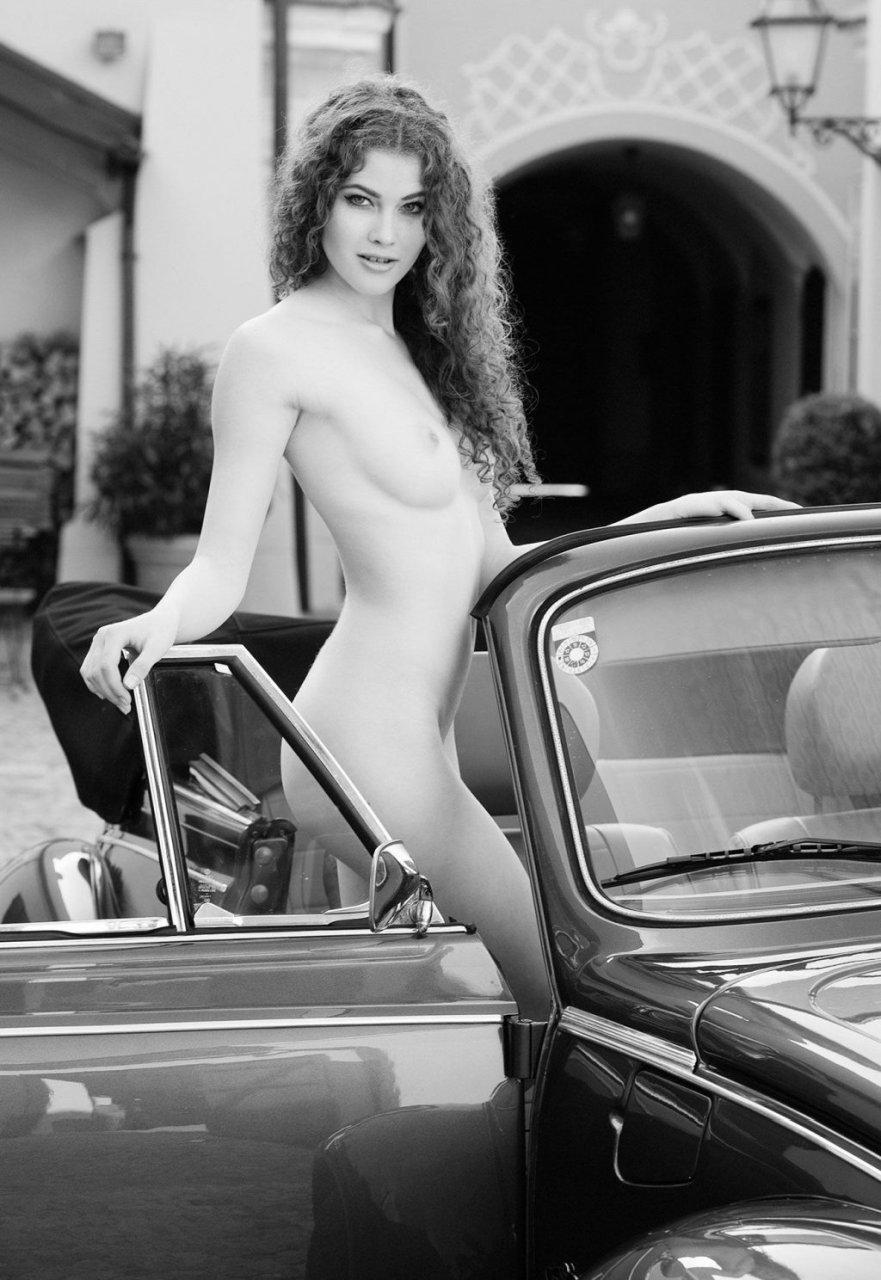 Heidi Romanova Naked (15 Photos)