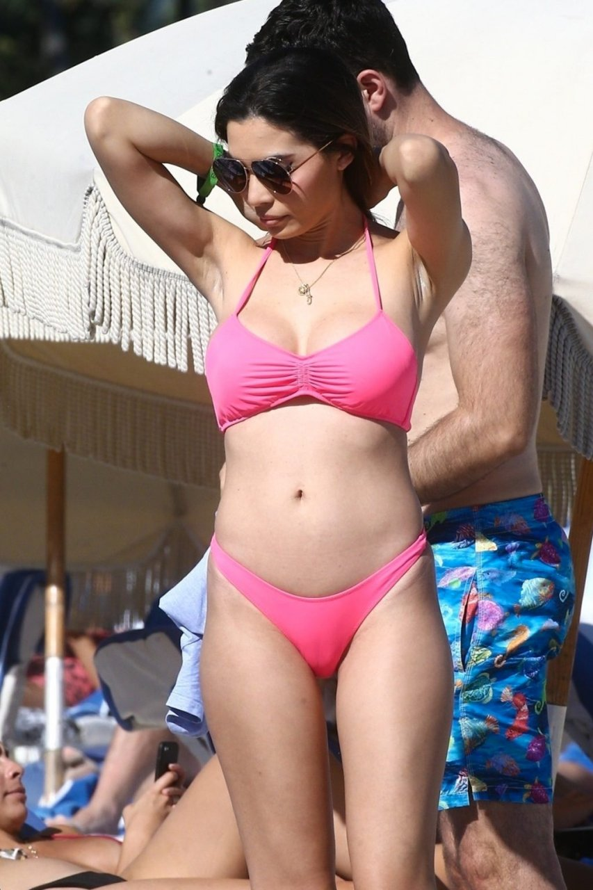 Jasmine Tosh Sexy (21 Photos)