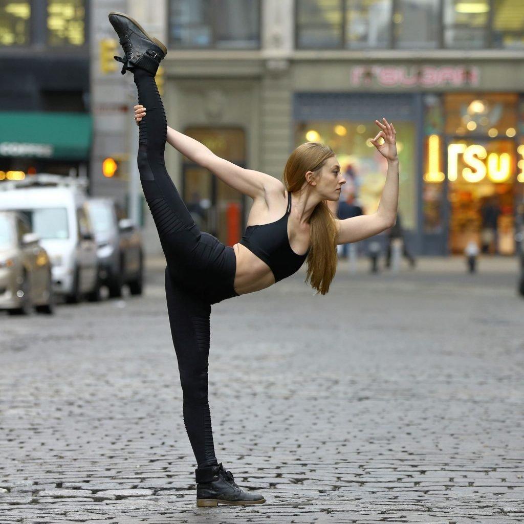 Julia Zimmerman Sexy (14 Photos)