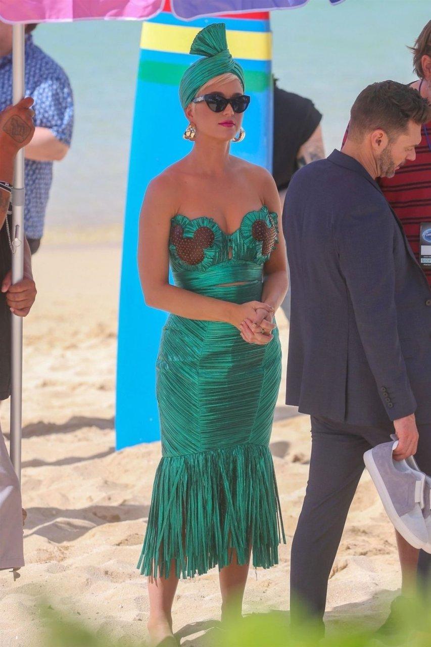 Katy Perry Sexy (38 Photos + GiF)