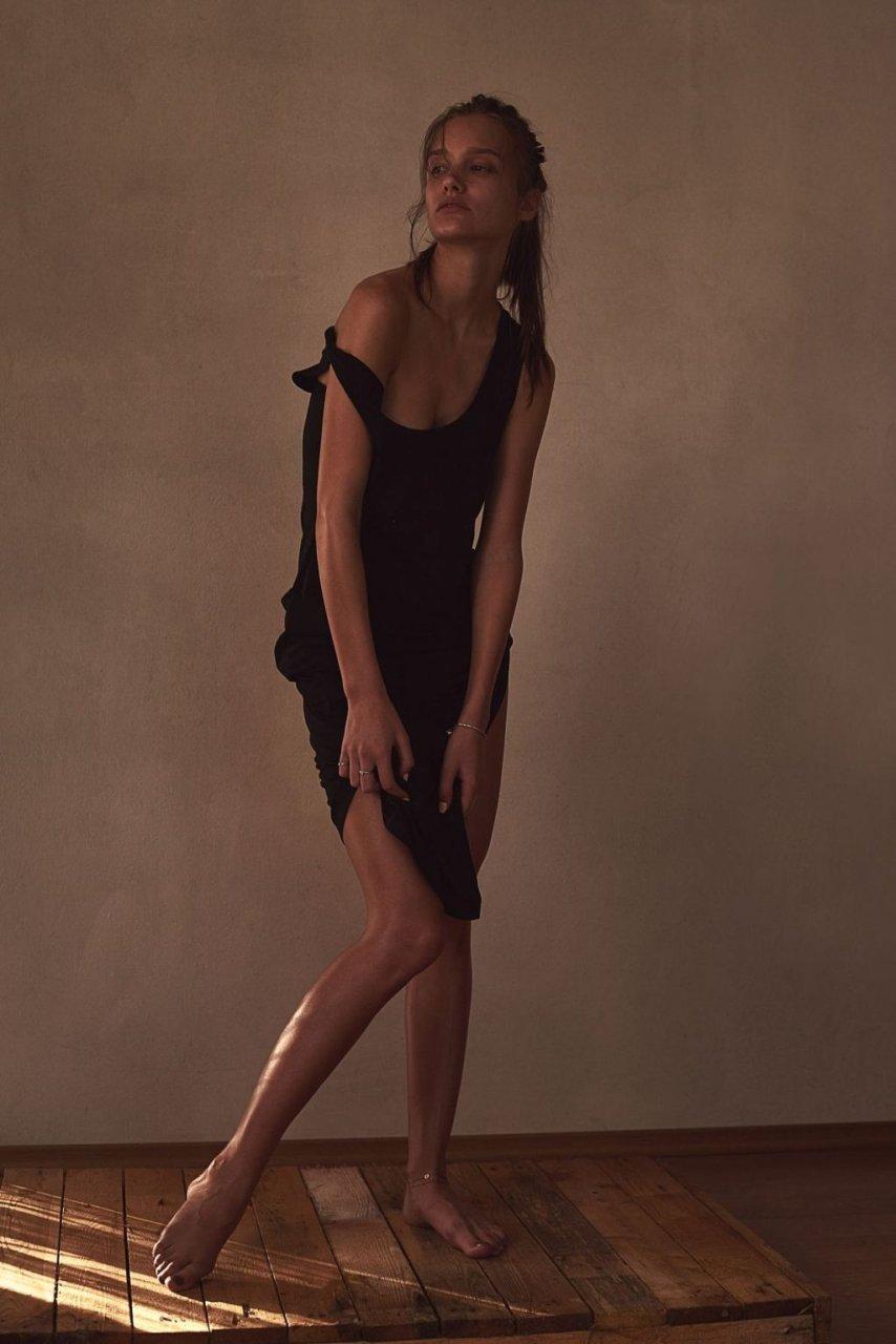 Kinga Trojan Sexy & Topless (11 Photos)