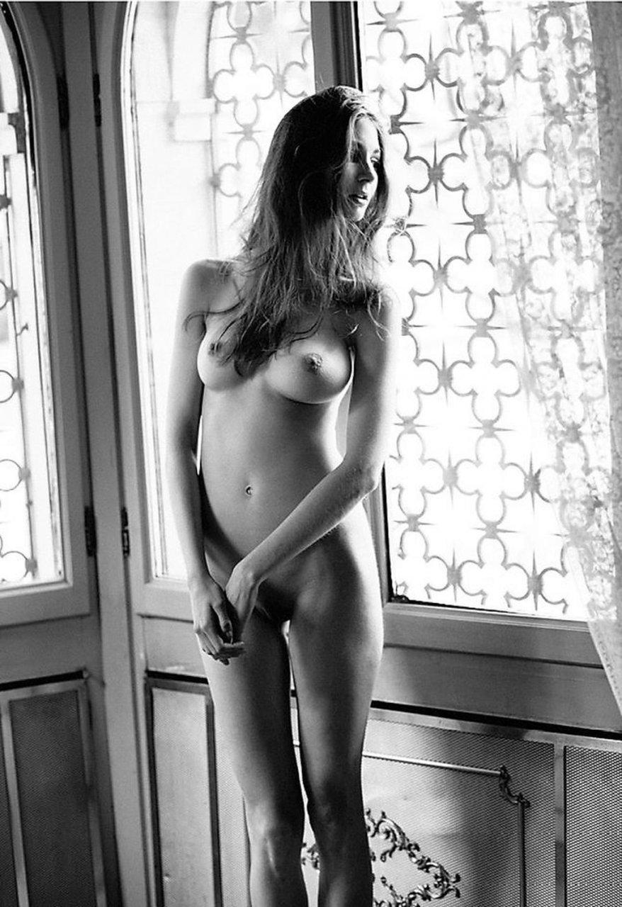 Lina Lorenza Nude (3 Photos)