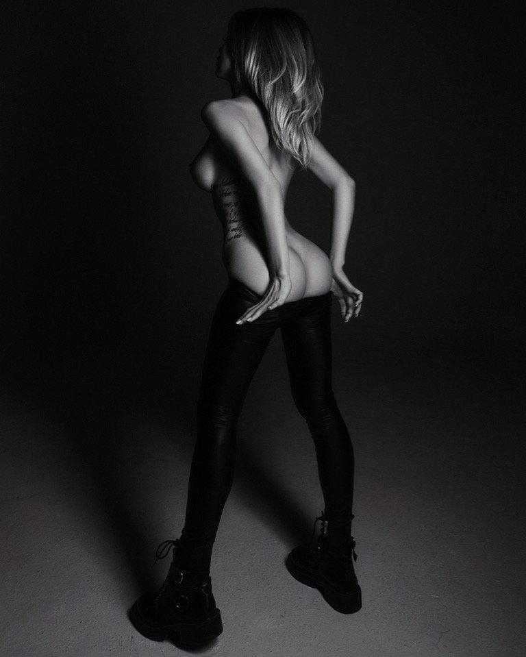 Liya Sitdikova Nude (2 Photos)