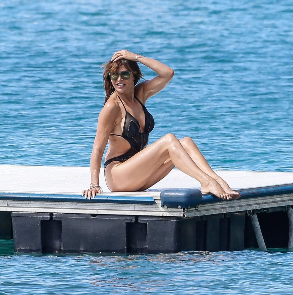Lizzie Cundy Sexy (35 Photos)