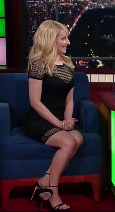 Melissa Rauch Sexy (42 Photos)