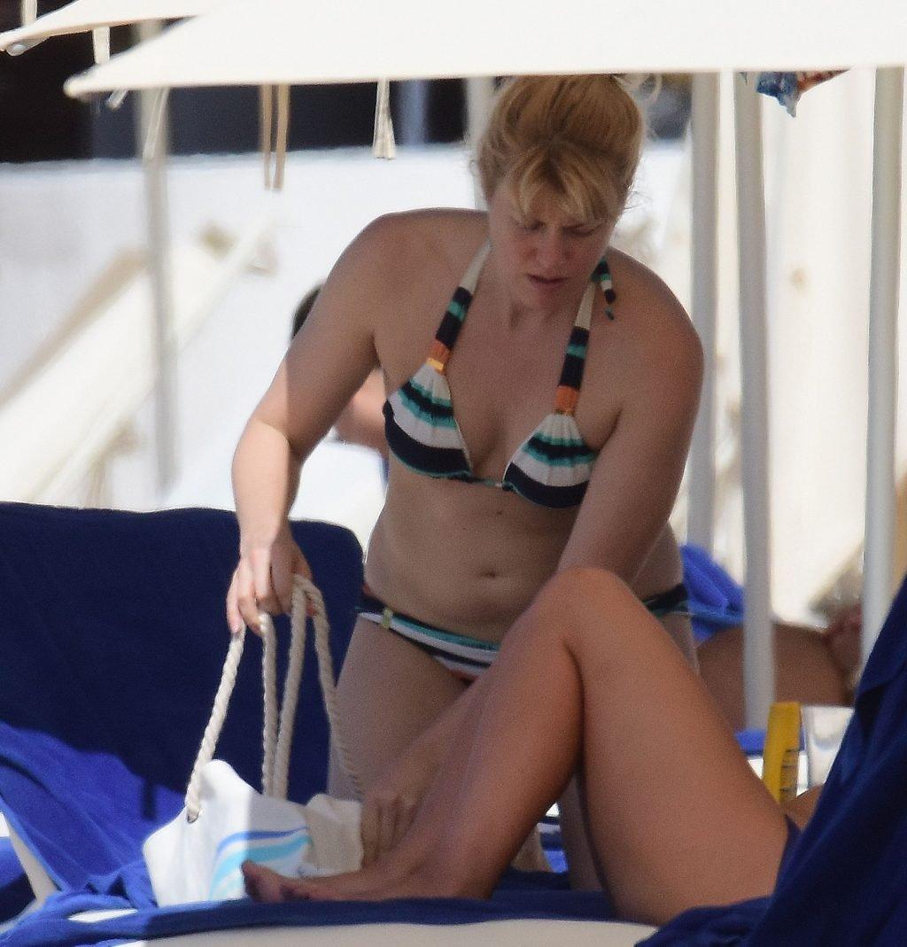 Meredith Ostrom Sexy (36 Photos)