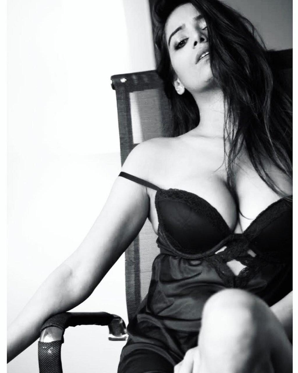 Poonam Pandey Nude Leaked Fappening (33 Photos + Video)