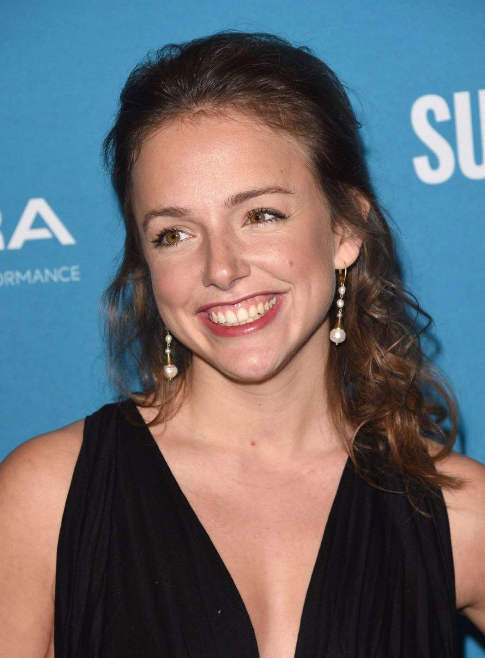 Rebecca Dinerstein Braless (19 Photos)