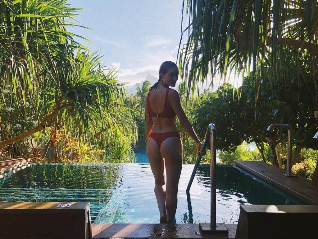 Rosie Huntington-Whiteley Sexy (11 New Photos)