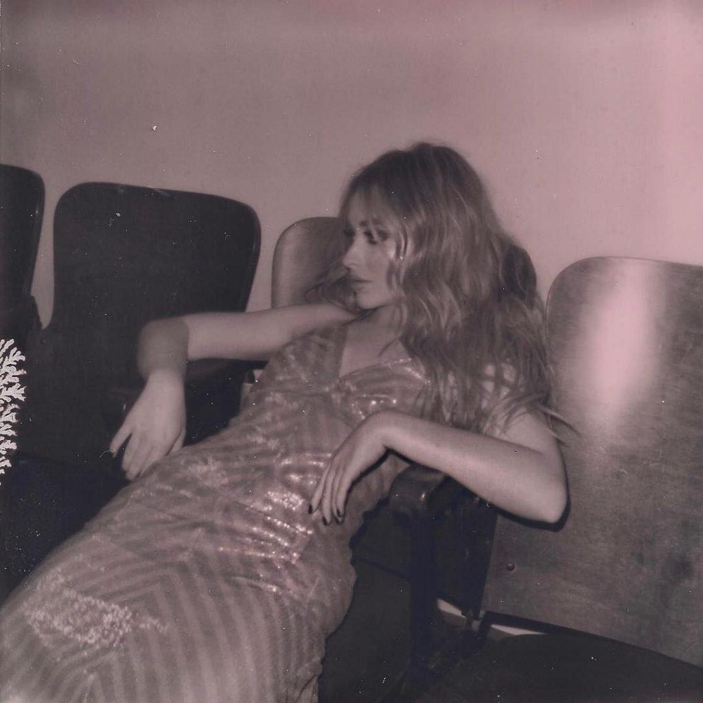 Sabrina Carpenter Sexy (15 Photos)