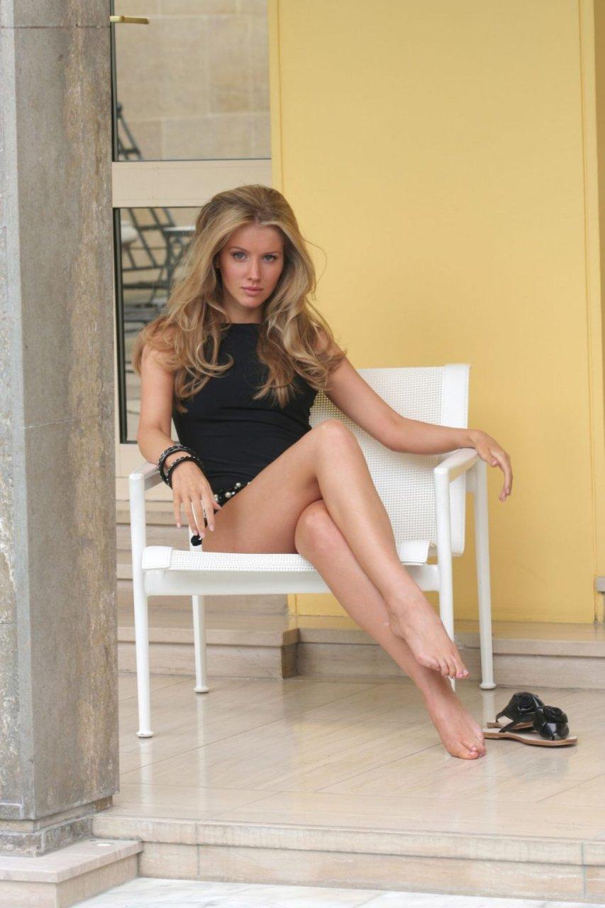 Nackt Tiffany Mulheron  Nudity in