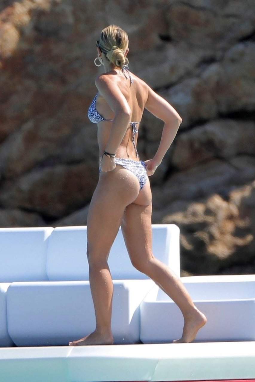 Vogue Williams Sexy (17 Photos)