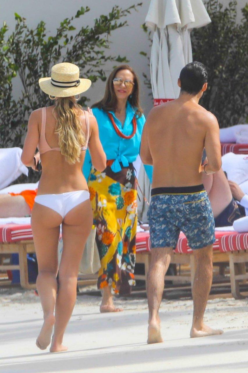 Vogue Williams Sexy (28 Photos)