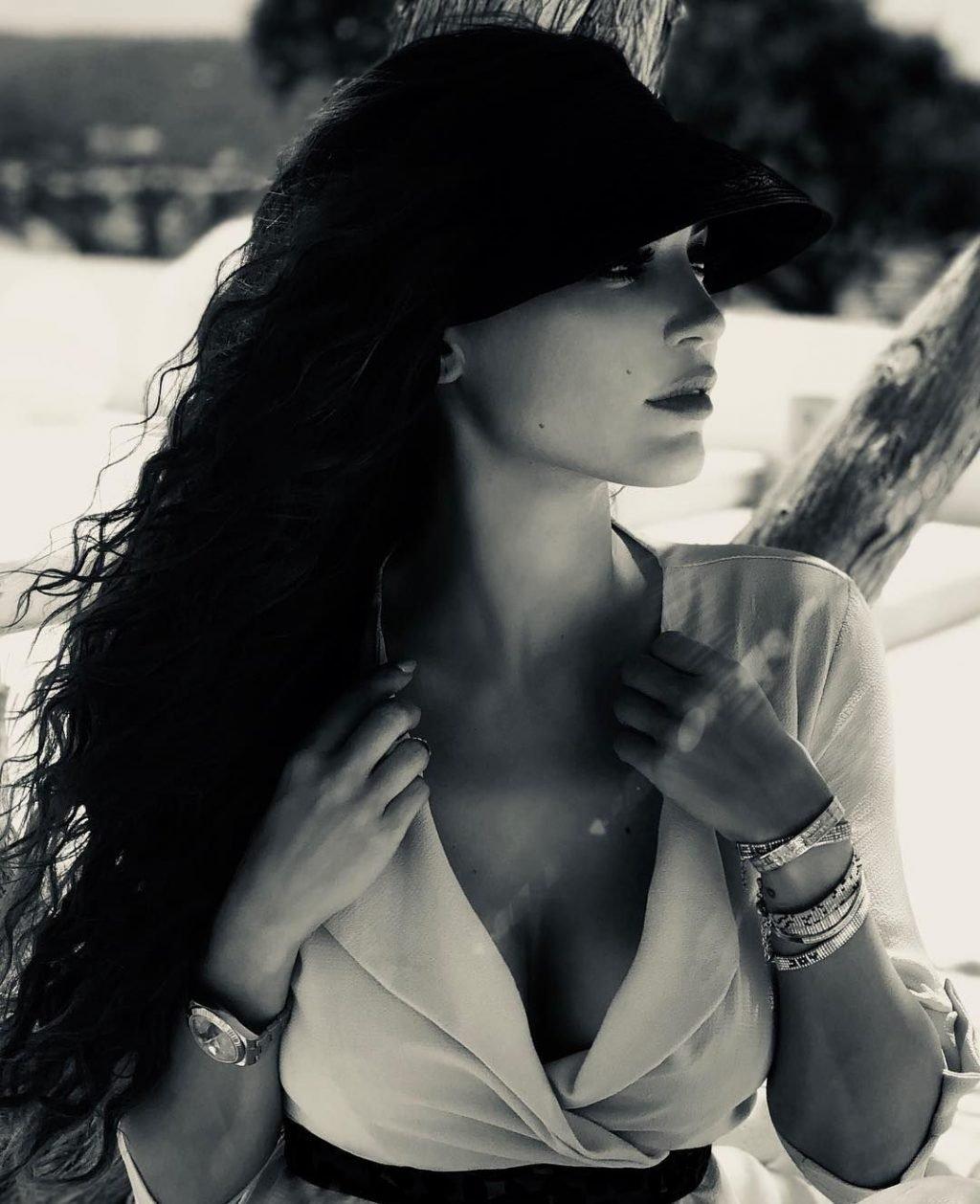 Yolanthe Sneijder-Cabau Sexy (41 Photos + Videos)