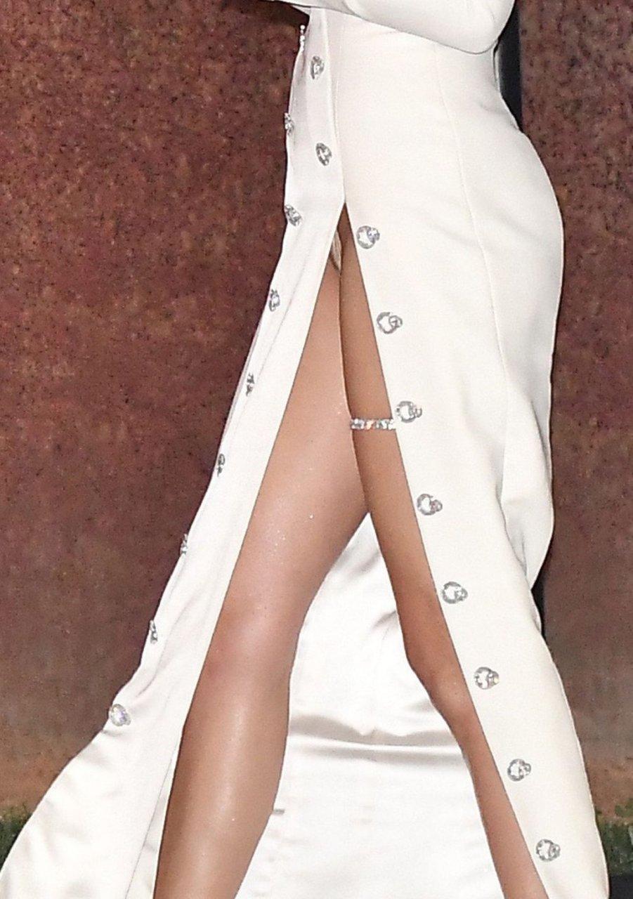 Adriana Lima Hot (14 Photos)