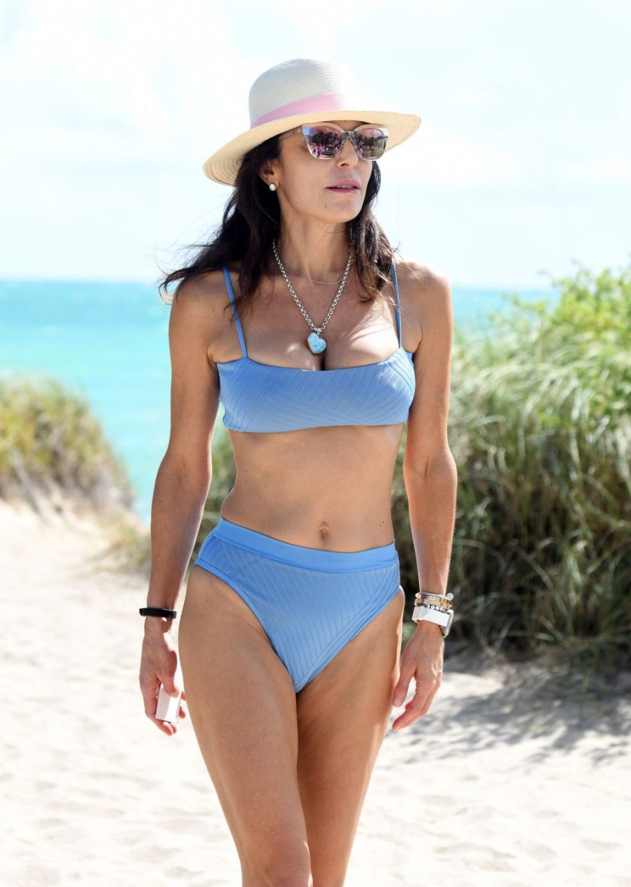 Rhony's Bethenny Frankel Shows Off Toned Figure In A Bikini While Making A Cocktail