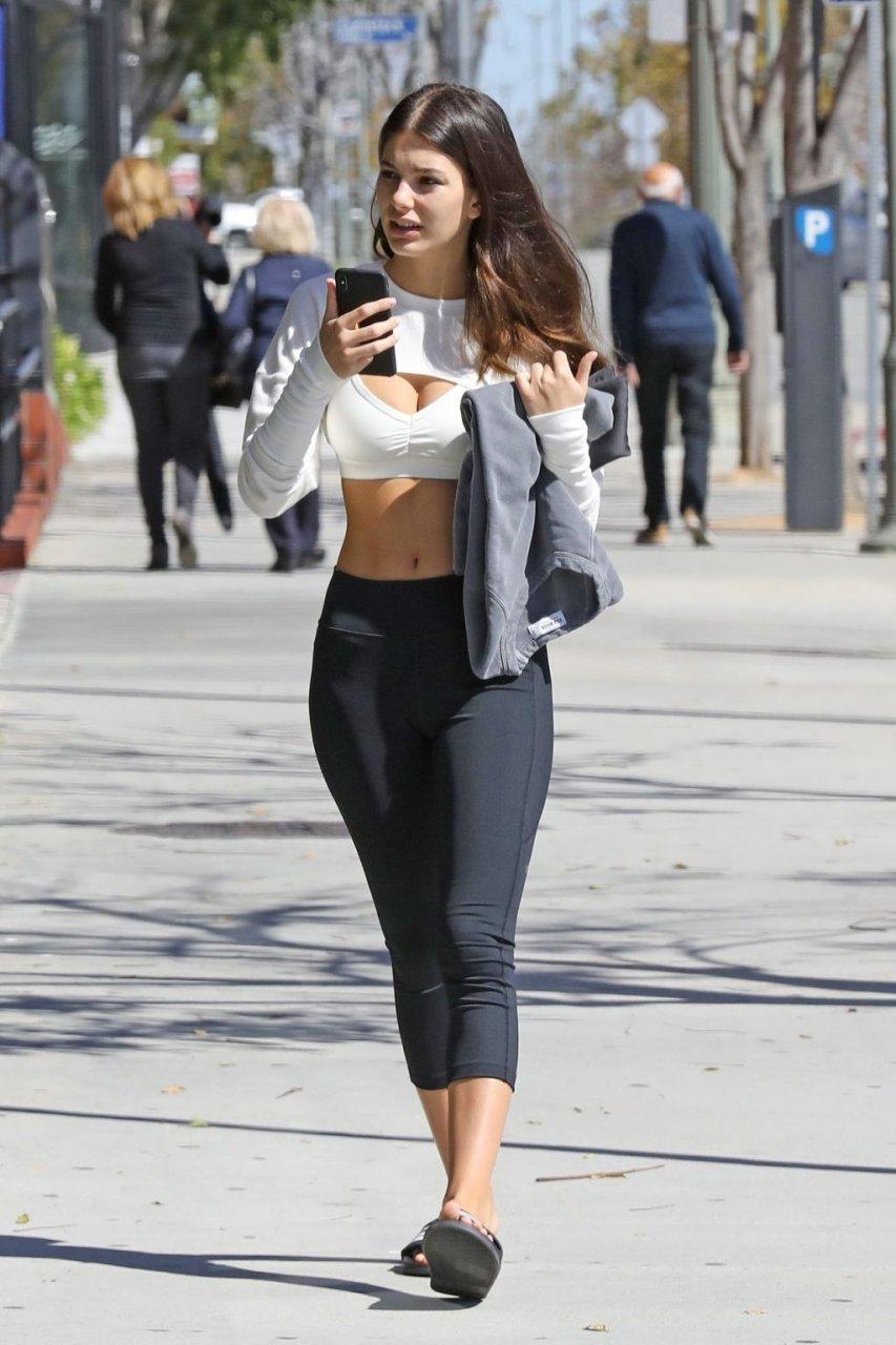 Camila Morrone Sexy (16 Photos)