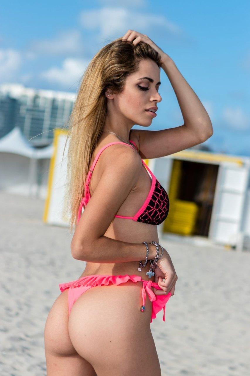 Claudia Romani, Cloe Greco Sexy (26 Photos)