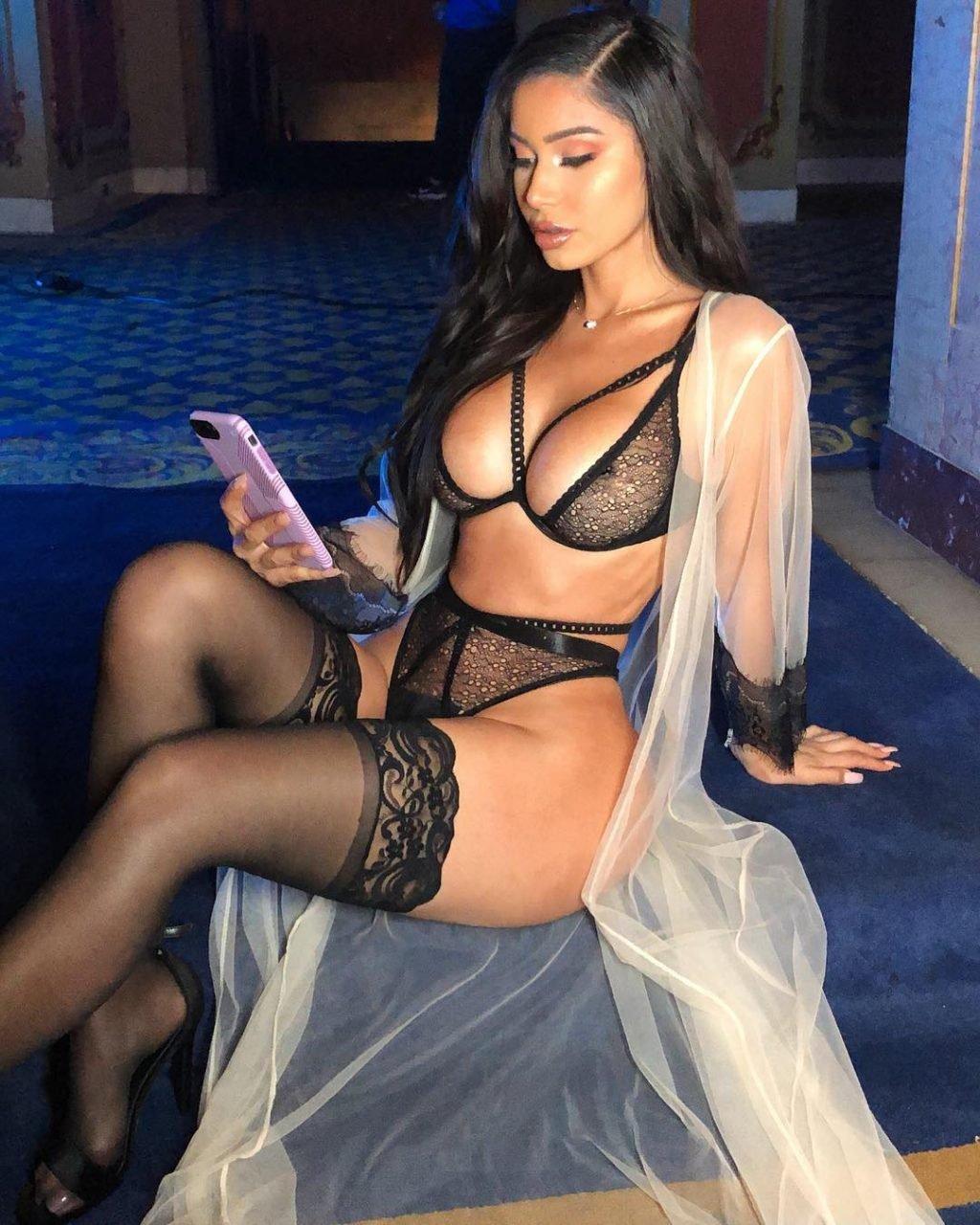 Janet Guzman Sexy (17 Photos)