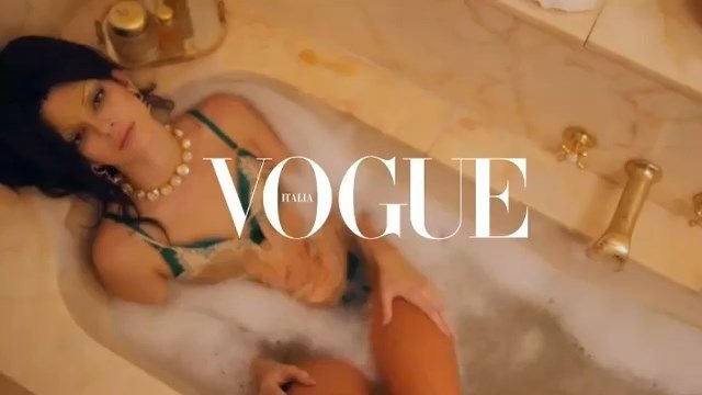 Kendall Jenner Nude & Sexy (15 Photos + Video)