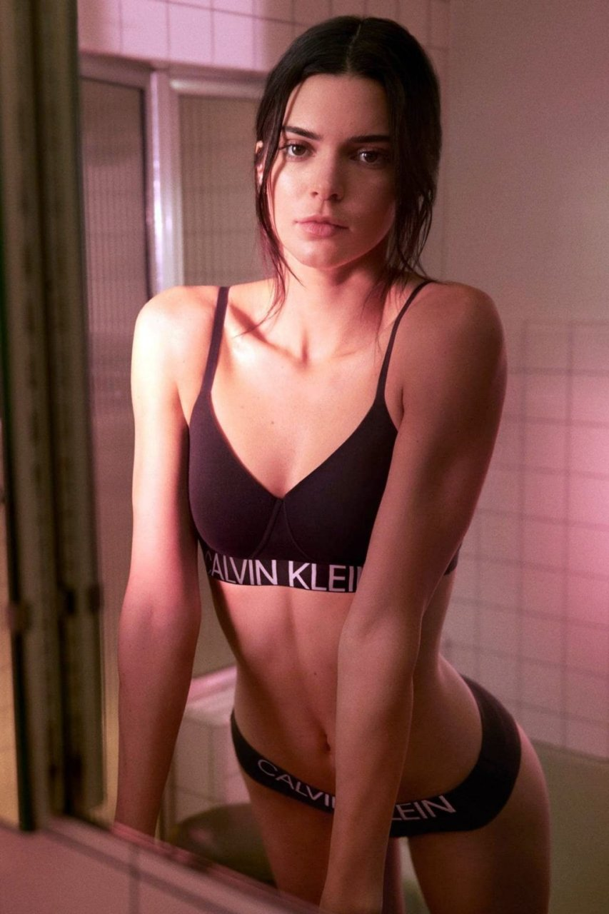 Kendall Jenner Sexy (5 New Photos)