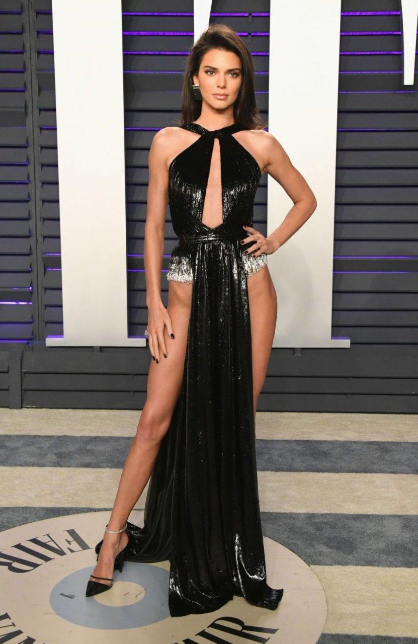 Kendall Jenner Pantyless (21 Photos)
