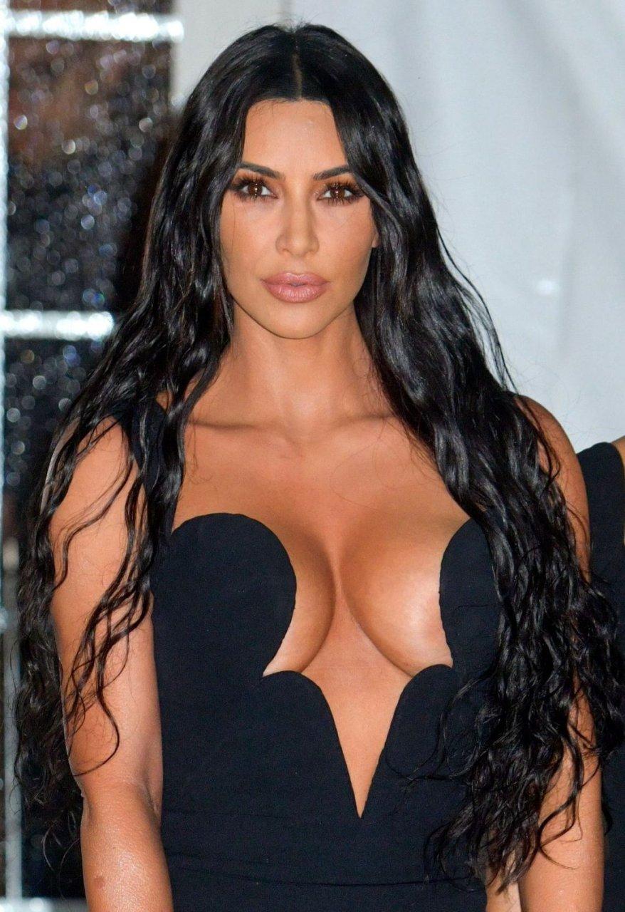 Kim Kardashian & Kourtney Kardashian Sexy (100 Photos)