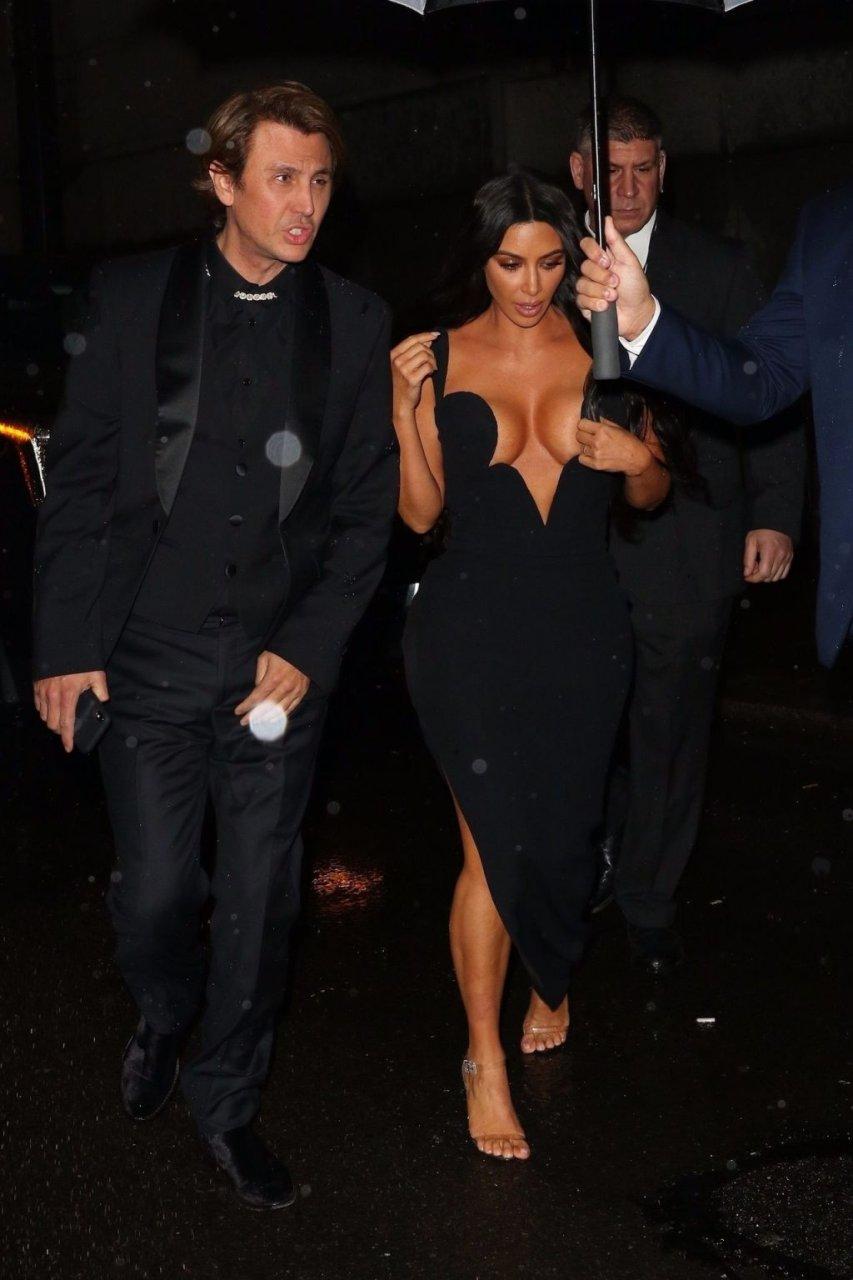 kourtney-kardashian, kim-kardashian