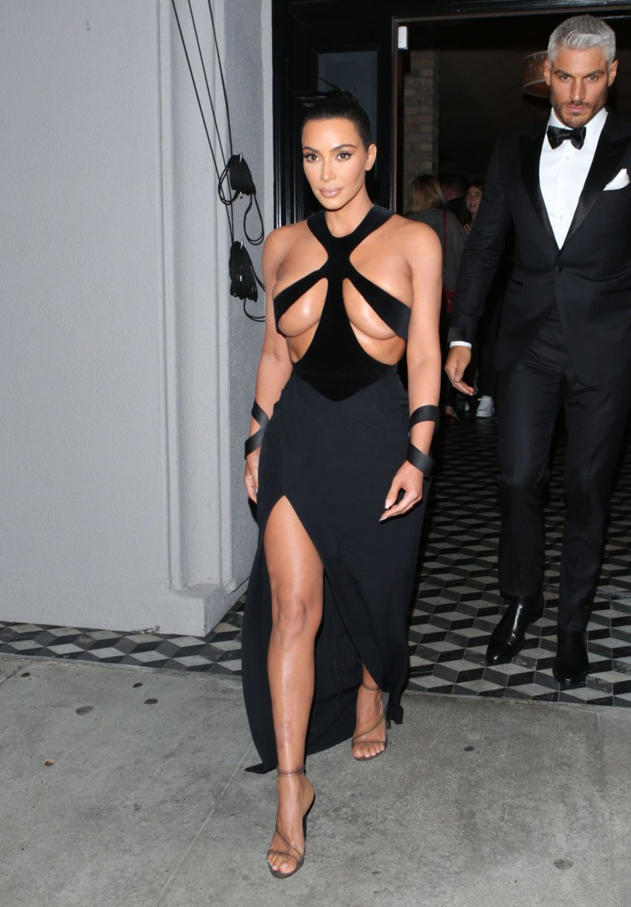 Kim-Kardashian-Topless-TheFappeningBlog.com-1.jpg