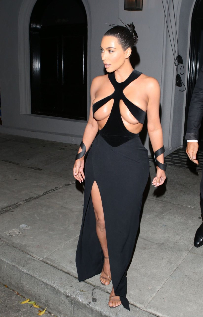 Kim-Kardashian-Topless-TheFappeningBlog.com-11.jpg