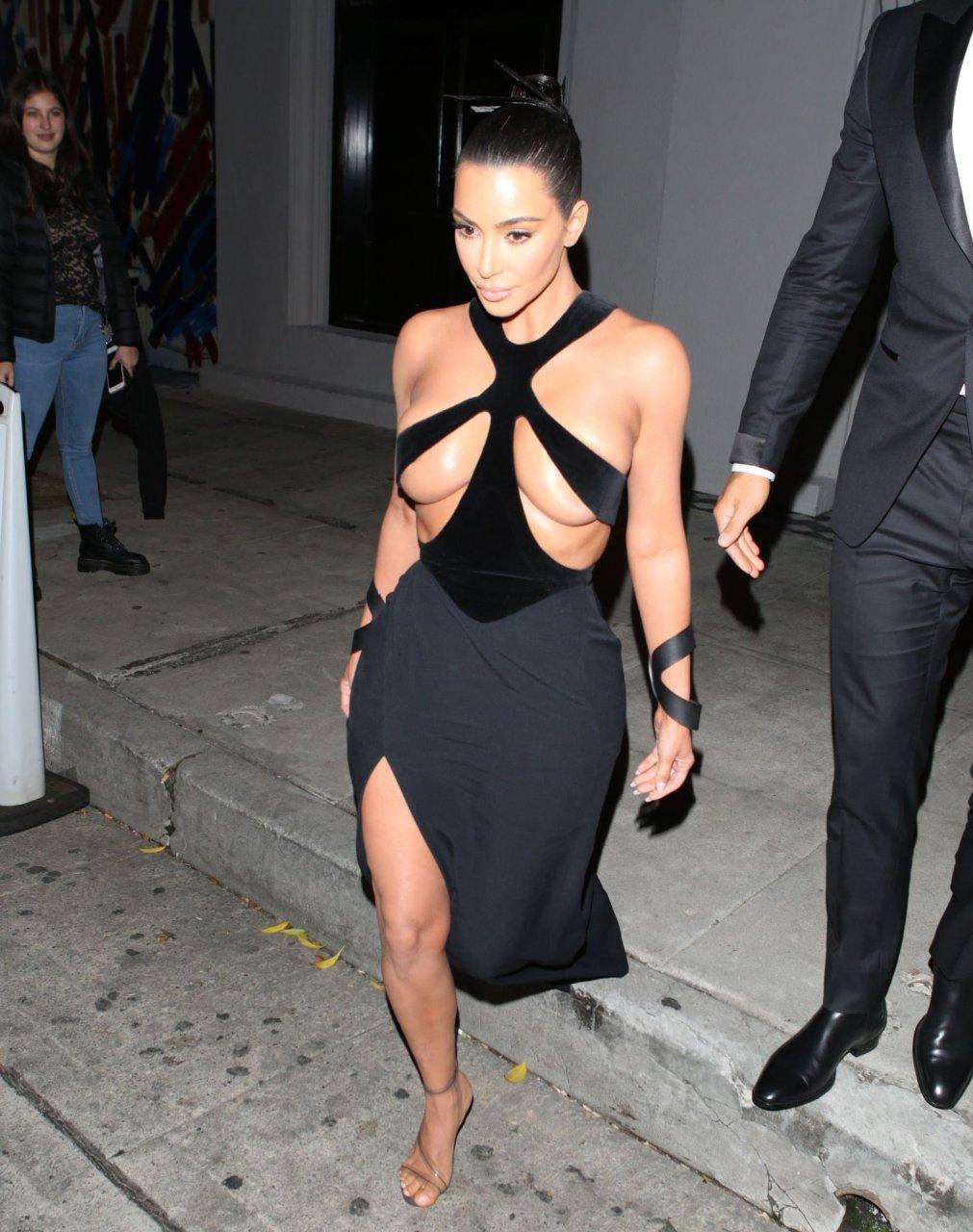 Kim-Kardashian-Topless-TheFappeningBlog.com-12.jpg
