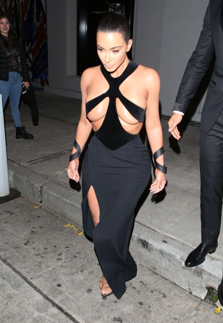 Kim-Kardashian-Topless-TheFappeningBlog.com-13.jpg