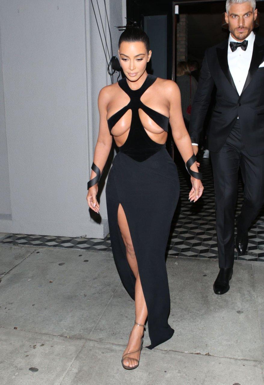 Kim-Kardashian-Topless-TheFappeningBlog.com-17.jpg