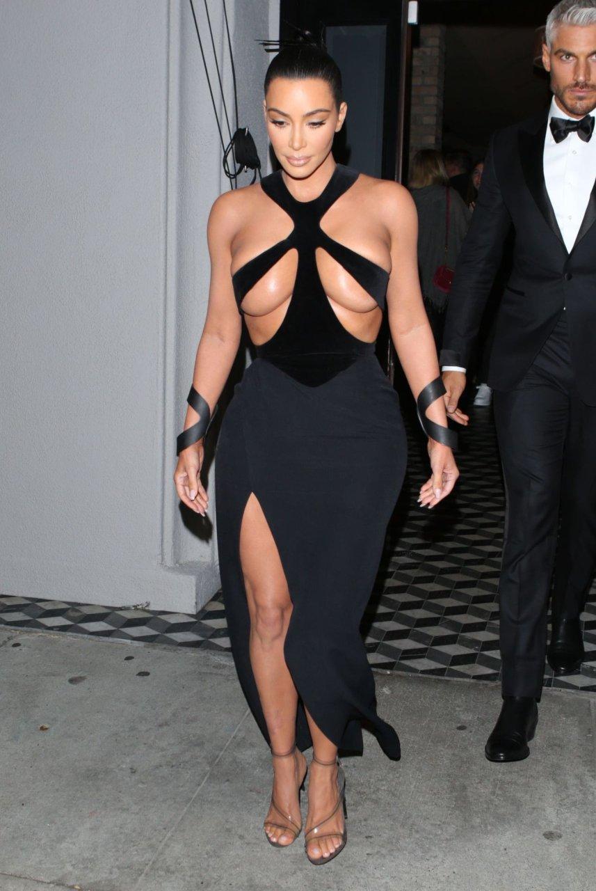 Kim-Kardashian-Topless-TheFappeningBlog.com-18.jpg