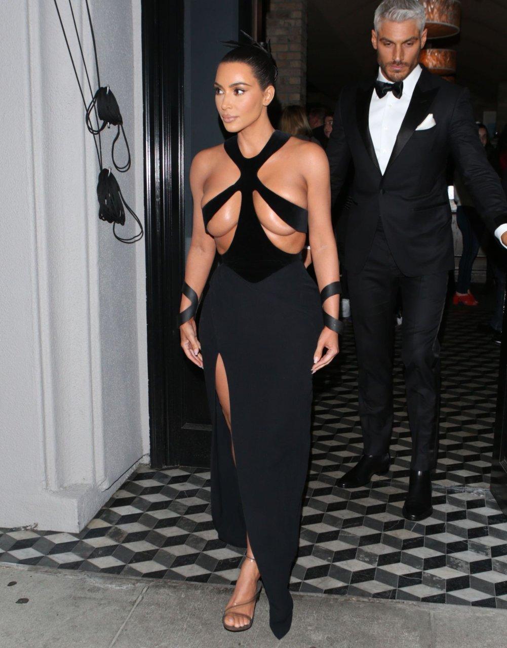 Kim-Kardashian-Topless-TheFappeningBlog.com-6.jpg