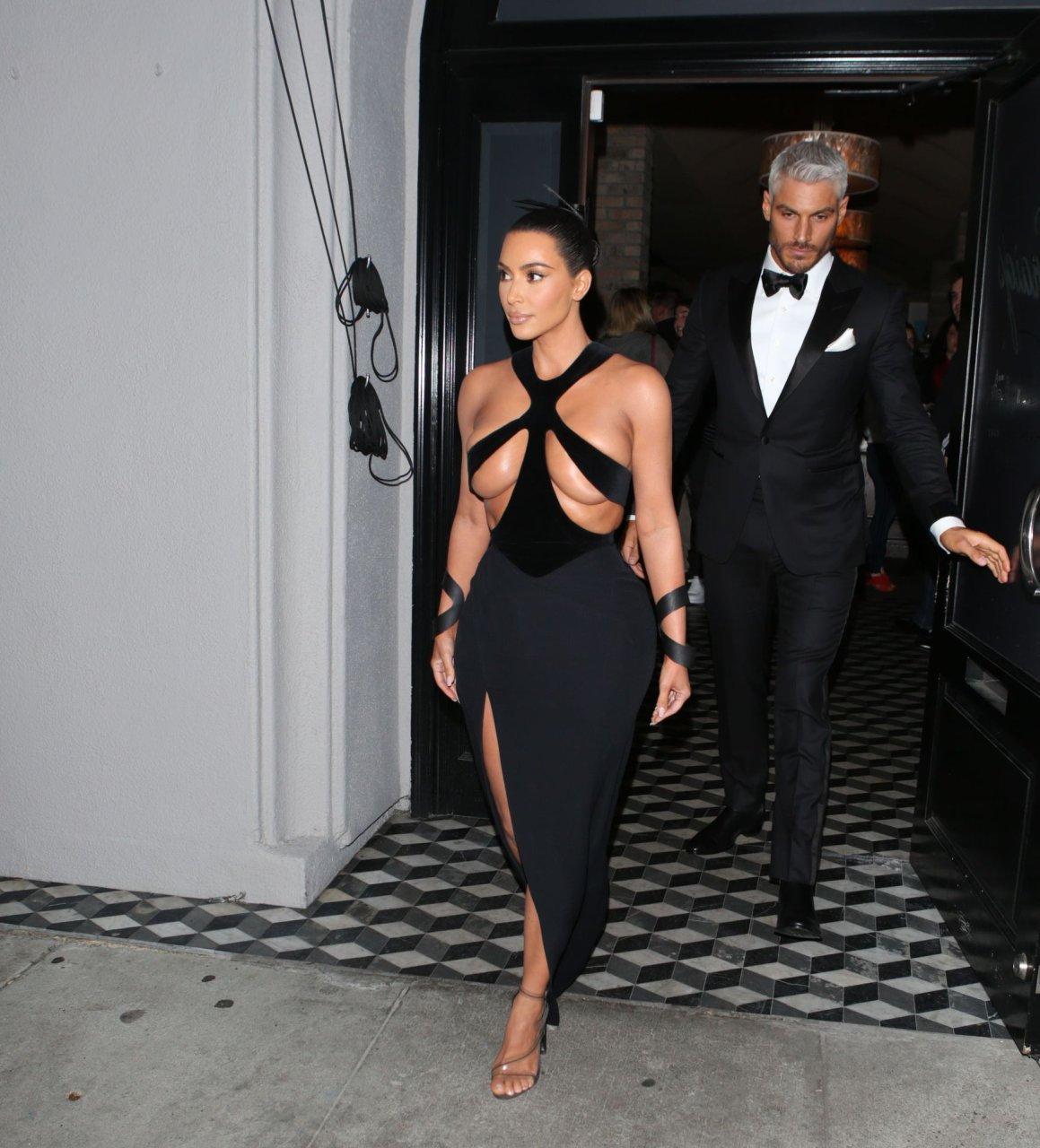 Kim-Kardashian-Topless-TheFappeningBlog.com-7.jpg