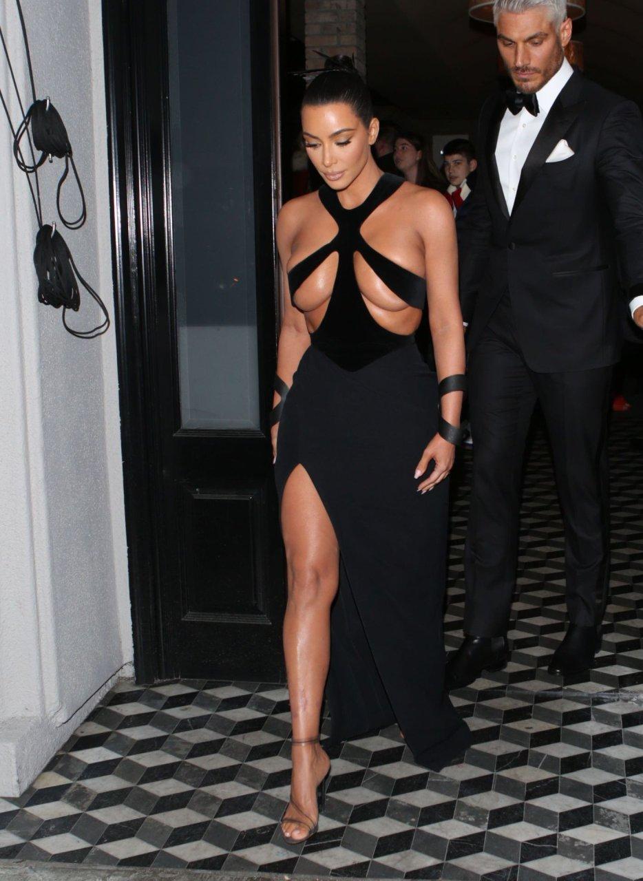 Kim-Kardashian-Topless-TheFappeningBlog.com-9.jpg