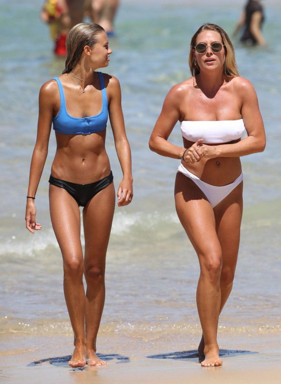 Lisa Clark & Elizabeth Jamrozy Sexy (56 Photos)