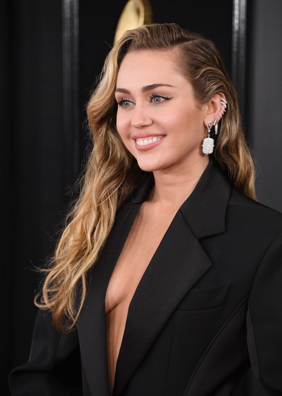 Know, you Miley cyrus naked with feet