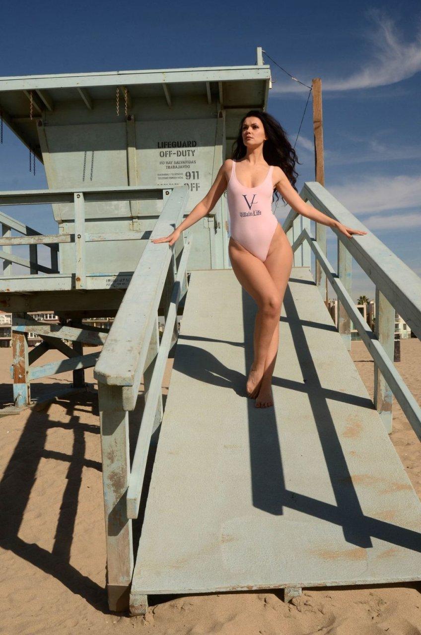 Natasha Blasick Sexy (22 Photos)