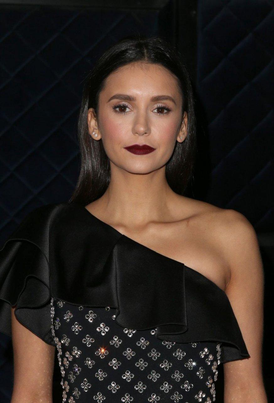 Nina Dobrev Sexy (18 Photos)
